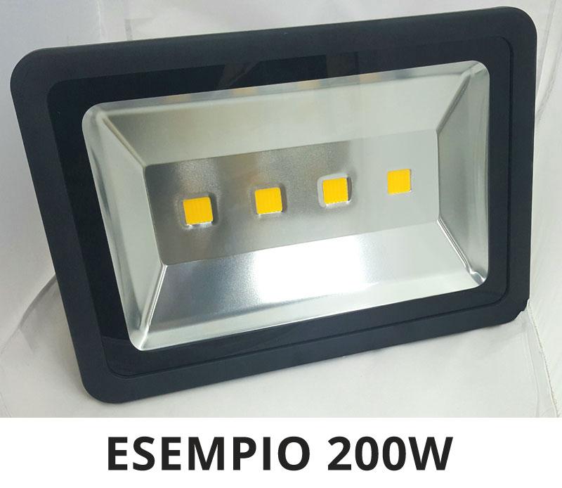 Faro led ip65 per esterni watt reali garantiti luce calda for Fari led per interni